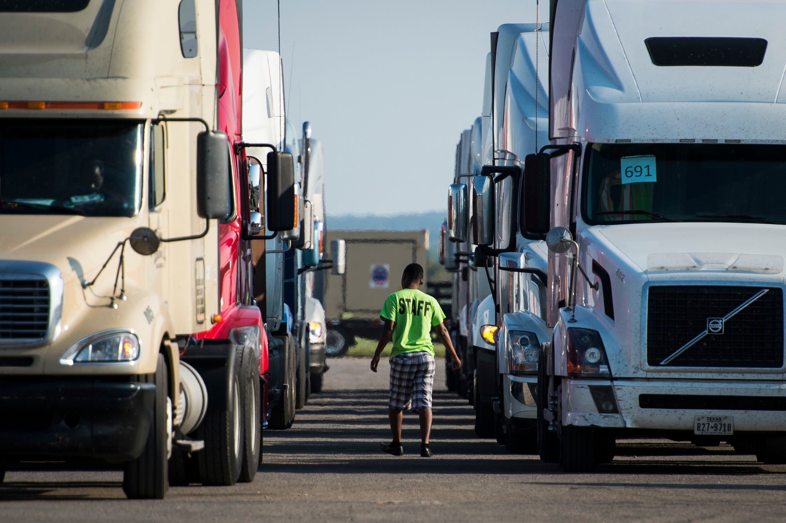 Oregon Truckers Plot Strategy As Historic Cap-And-Trade Bill Inches